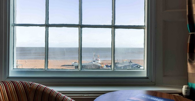 White Lion Hotel: Coastal Hotel in Aldeburgh, Suffolk, sea view bedroom view from window