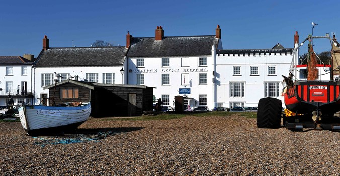 White Lion Hotel: Coastal Hotel in Aldeburgh, Suffolk, exterior