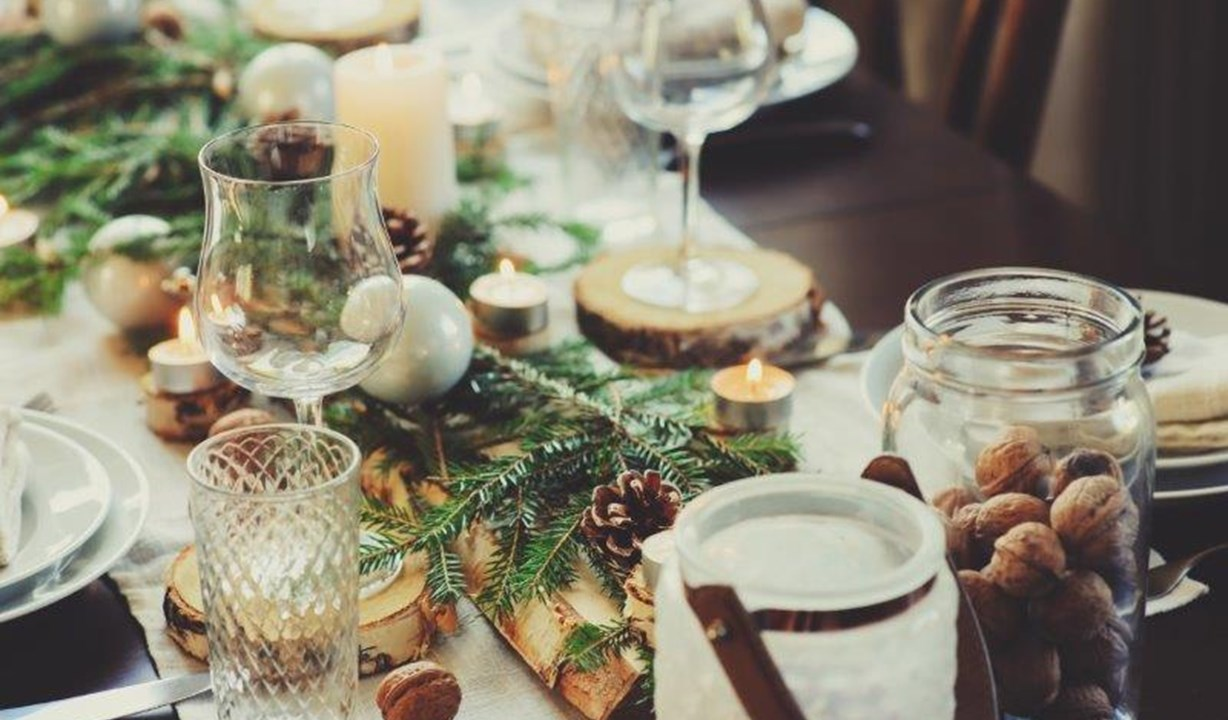 Christmas table stock image, The White Lion Hotel Aldeburgh